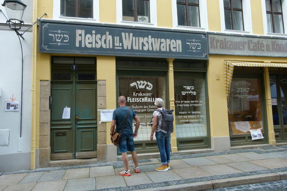 """Die verwandelte Weberstraße zog während der Dreharbeiten zu """"Torstraße 1"""" viele Schaulustige an"""