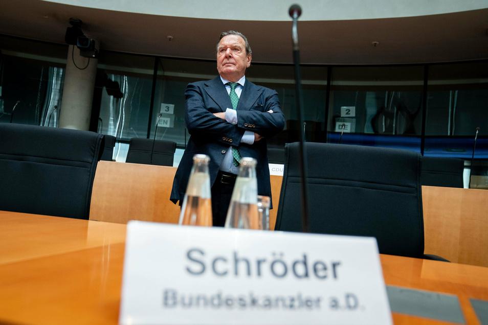 Altkanzler Gerhard Schröder (SPD) im Wirtschaftsausschuss des Bundestags zum Pipeline-Projekt Nord Stream 2.