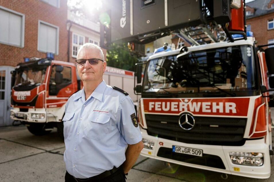 Uwe Restetzki leitete die Berufsfeuerwehr und die Freiwillige Feuerwehr Görlitz. In seiner Familie erlebte er, wie unterschiedlich Corona sich auswirkt.