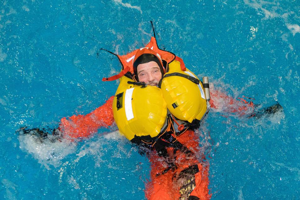 SZ-Wissenschaftsredakteur Stephan Schön nimmt derzeit an der internationalen Nordpolar-Expedition Mosaic teil. Davor stand im Februar allerdings das Überlebenstraining.