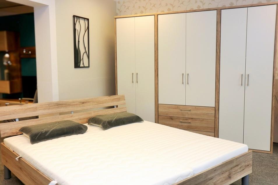 Das junge Unternehmen bietet auch Möbel mit klassischem und modernem Design.