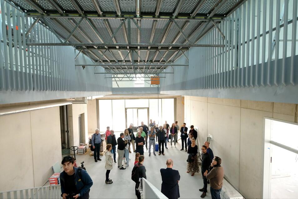 Zwischen Mensa und Foyer gibt es ganz bewusst keine Abgrenzung, um die Schule auch für andere Veranstaltungen nutzen zu können.