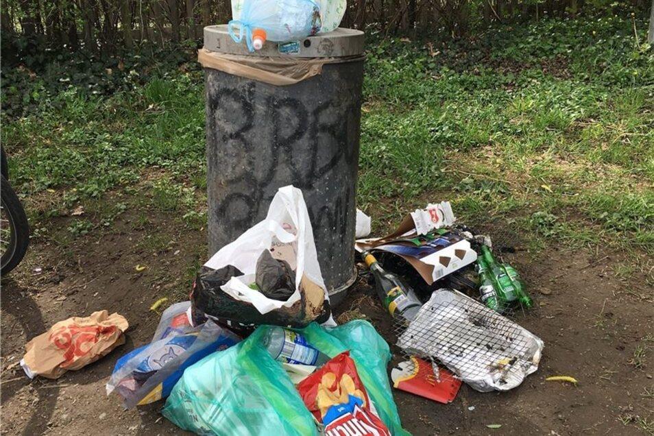inen Tag später waren die Mülleimer schon wieder brechend voll.
