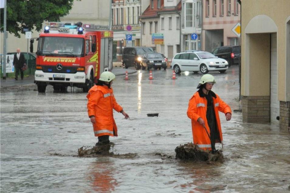Der Starkregen überflutete auch in Döbeln mehrere Straßen.