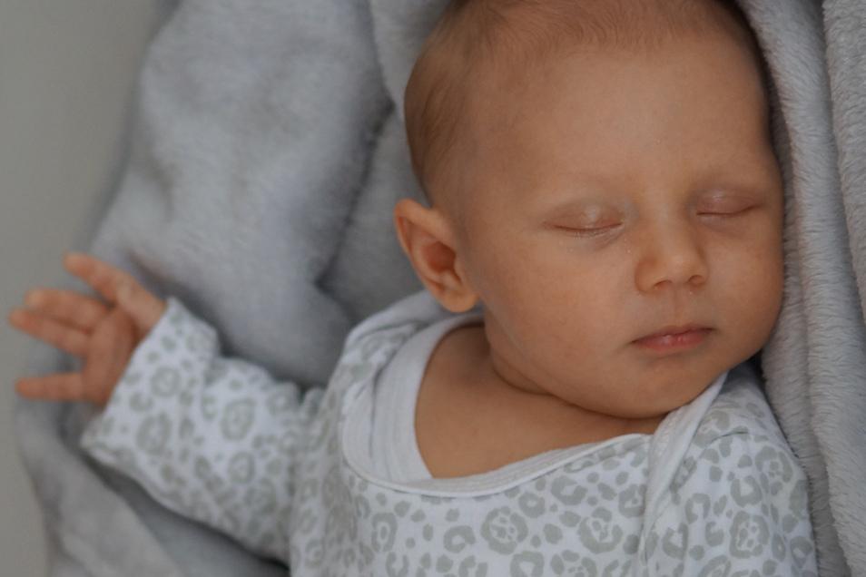 Marie Geboren am 15. April Geburtsort Bautzen Gewicht 2.720 Gramm Größe 48 Zentimeter Eltern Lisa Kubenka und Mathias Paulick Wohnort Bautzen