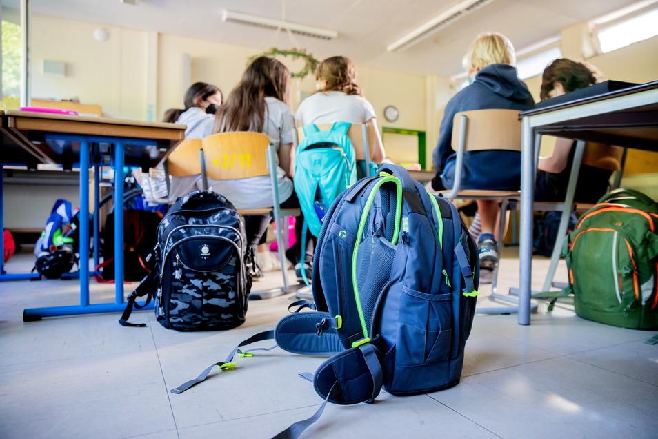 Sachsens Schüler und Lehrer müssen sich nur noch einmal in der Woche testen lassen, wenn die Inzidenz unter 10 liegt.