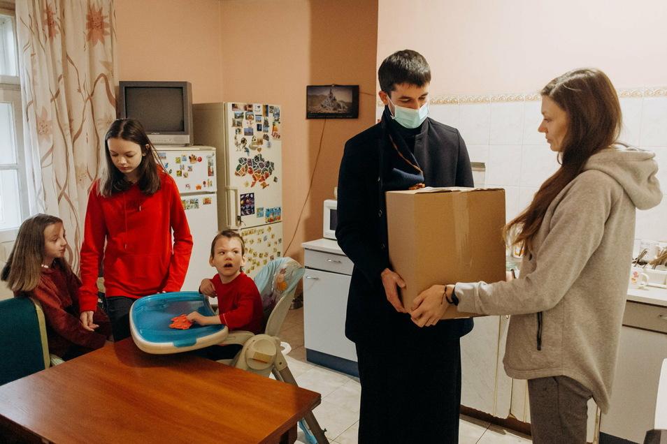 Seit dem Ausbruch der Pandemie versorgt das ukrainische Erzbistum Ivano-Frankivsk mit Hilfe der Sternsinger aus Deutschland bedürftige Familien mit Lebensmitteln und Hygieneprodukten.