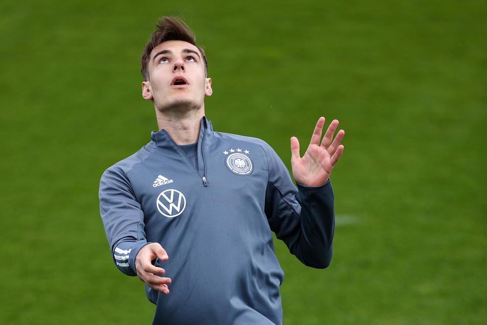 17 Florian Neuhaus   Geboren: 16.03.1997   Verein: Borussia Mönchengladbach   Länderspiele: 6   Tore: 2   Den Wechsel zum FC Bayern hat er dementiert – und Gladbachs Sportchef Max Eberl ihm ein Preisschild verpasst: 40 Millionen.