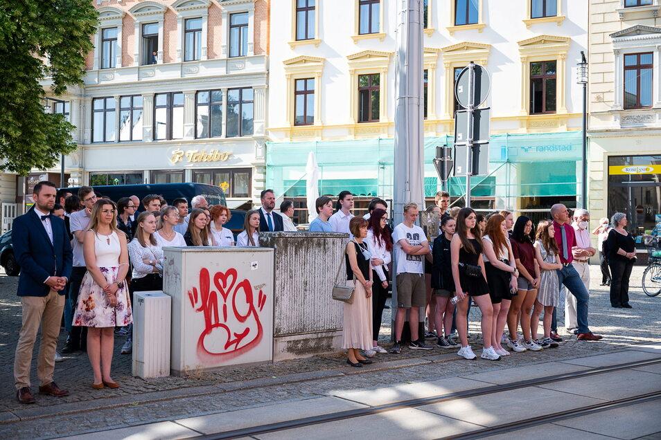 Auch einige Görlitzer Schüler und Schulleiter waren am Morgen zum Gedenken gekommen.