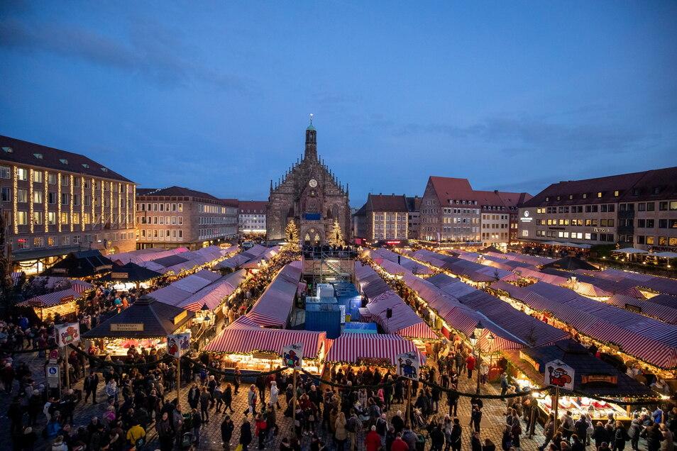So dicht mit Ständen und Besuchern vollgepackt wie 2019 soll der Nürnberger Christkindlesmarkt in diesem Jahr nicht werden.