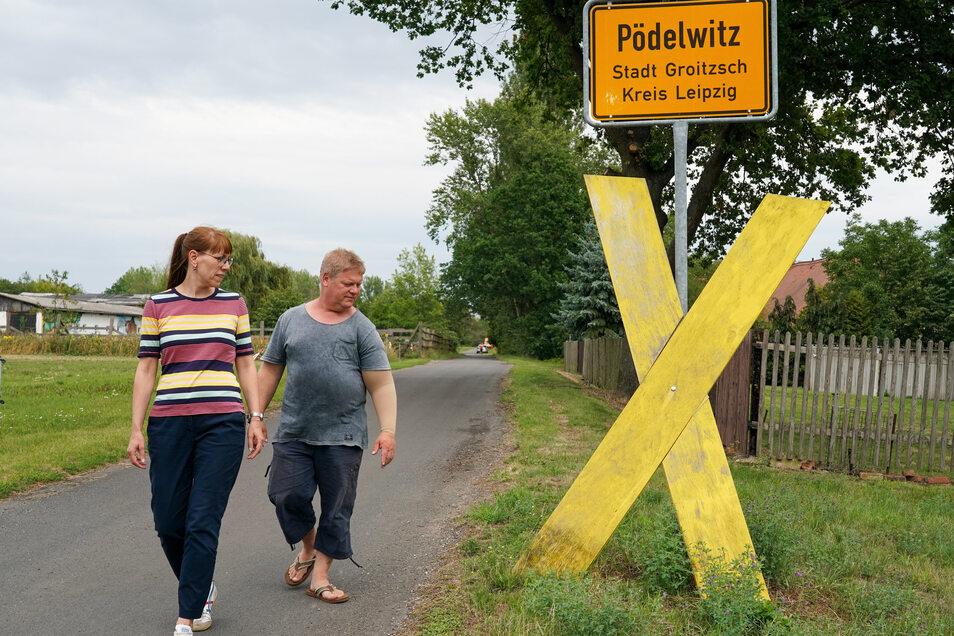 Katja Meier mitJens Hausner, Sprecher der Bewegung Pro Pödelwitz.