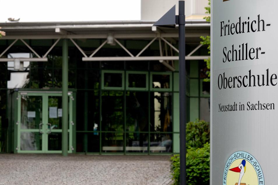 In der Friedrich-Schiller-Oberschule ist eine Corona-Infektion festgestellt worden. Das hat weitreichende Folgen.