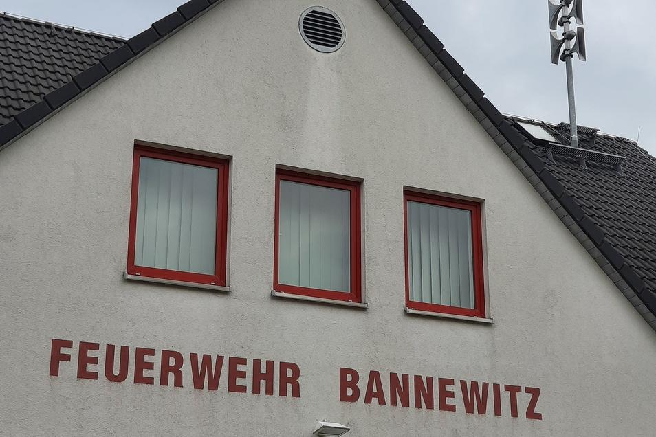 So wie hier auf dem Gebäude der Feuerwehr Bannewitz sollen in der Gemeinde weitere Sirenen dazukommen.