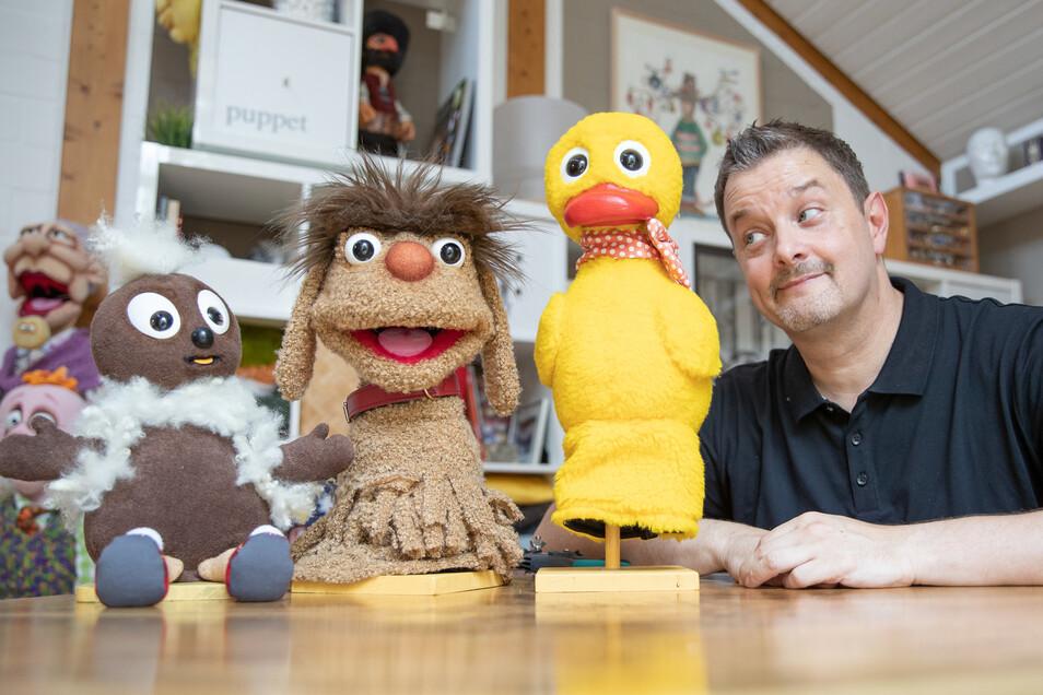 Puppenbauer Norman Schneider hat die drei Figuren in seinem Atelier wiederbelebt.