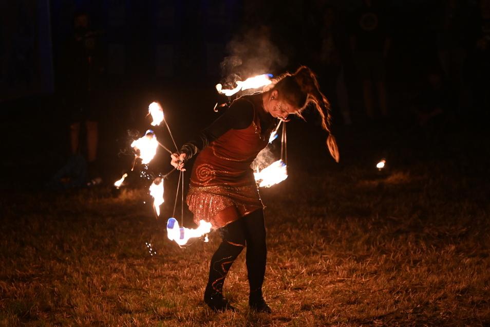 Besonders spektakulär anzusehen war ihr Feuerwirbel.