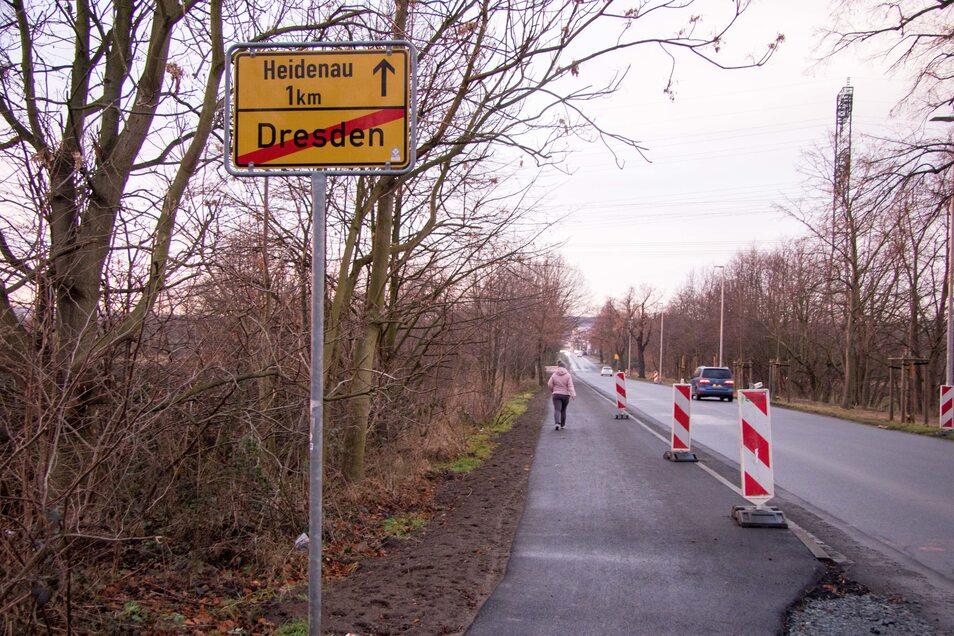 Das ist der neue Fußweg an der Dresdner Stadtgrenze zu Heidenau in Zschieren. Jahrelang hatten Anwohner dafür gekämpft.