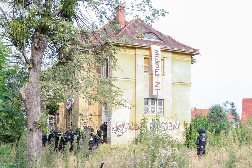 Am 24. August waren Hausbesetzer in die Villa am Basteiplatz eingedrungen, sie wollten damit gegen steigende Mieten und Leerstand protestieren.