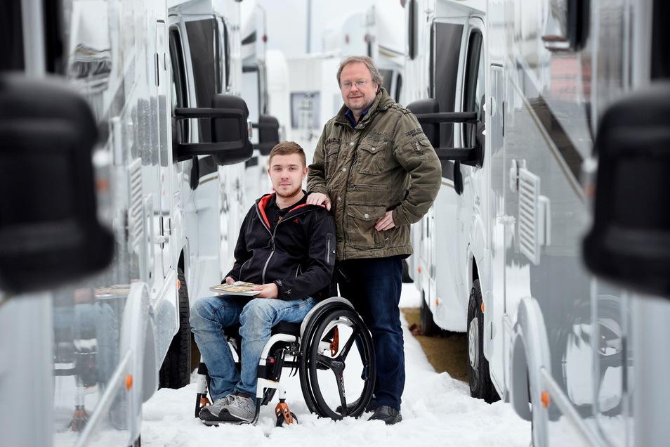 Matthias (l.) und Jost Zinke können gar nicht so viele Wohnmobile ausliefern wie nachgefragt werden.