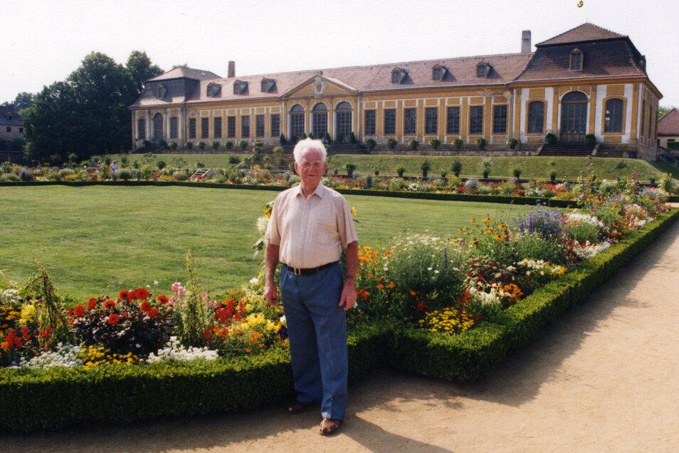 Ausflüge in die Heimat liebte Marcel Weise bis ins hohe Alter. Auf diesem Bild ist er im Sommer 1996 beim Besuch des Barockgartens Großsedlitz abgelichtet.