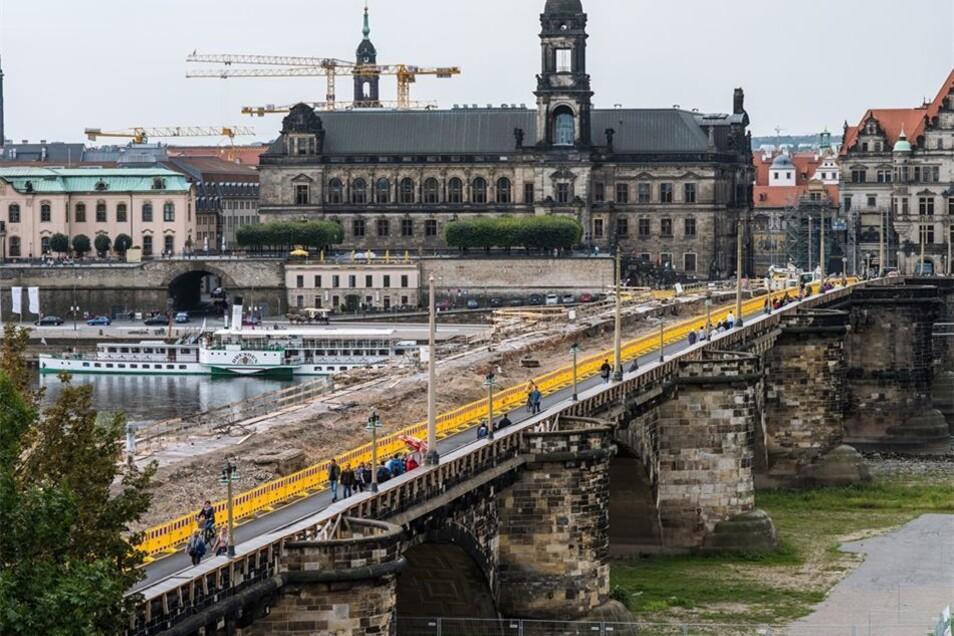 Über ein Jahr soll das Bauwerk neben der Brücke stehen.