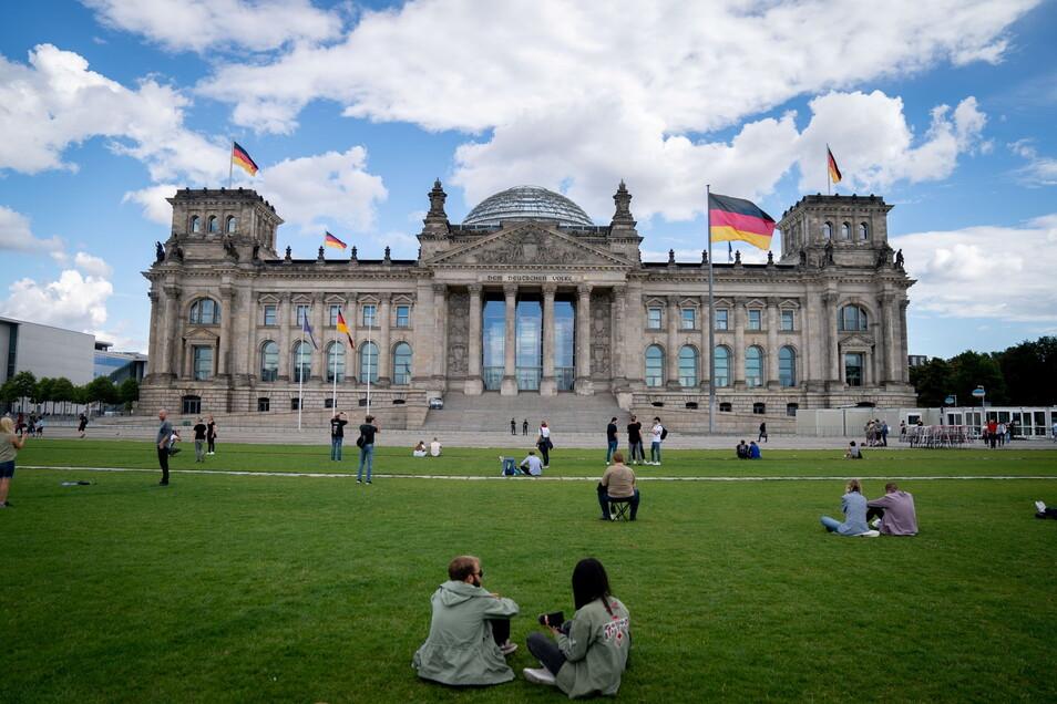 Im Wahlkreis 156 - Bautzen I, wozu der Großteil des Landkreises Bautzen gehört, treten zehn Kandidaten an, die direkt in den Bundestag im Reichstagsgebäude in Berlin einziehen wollen.