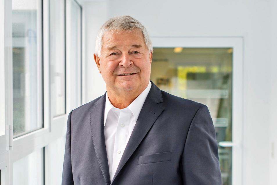Geboren wurde Hans-Jürgen Mühle am 22. September 1941 im niederschlesischen Schweidnitz, Karriere machte er im osterzgebirgischen Glashütte.