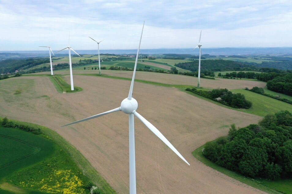 Noch stehen fünf Windkraftanlagen zwischen Cunnersdorf, Schlottwitz und Hausdorf. Ein Dresdner Unternehmen möchte dort neue Anlagen bauen.