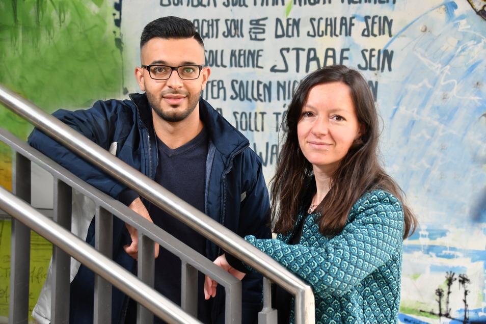 """Mohammad Mohammad (l.), Mitarbeiter des Projekts """"Your Story - My Story - Our History"""", und die Projektleiterin Judith Schweiger engagieren sich in Dresden gegen Antisemitismus."""