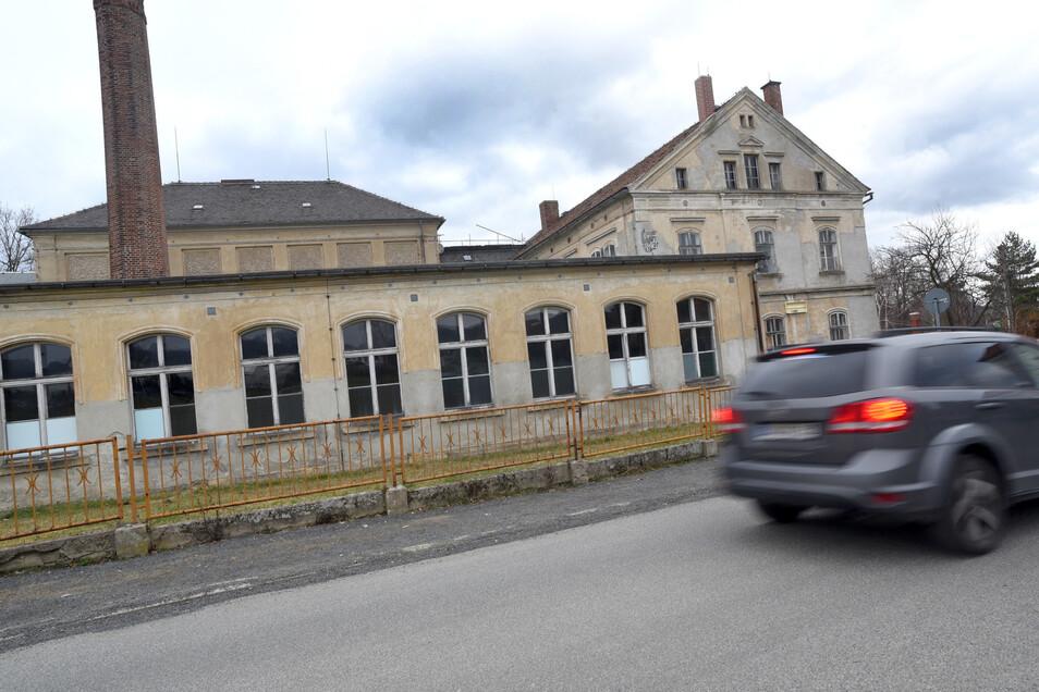 Die alte Webschule in Großschönau steht seit Jahren weitgehend ungenutzt leer.