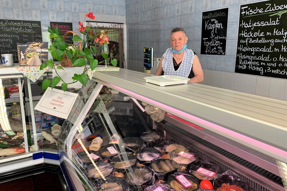 Helga Schirmer in ihrem Fischgeschäft: Solange mein Herz mitmacht, verkaufe ich hier.