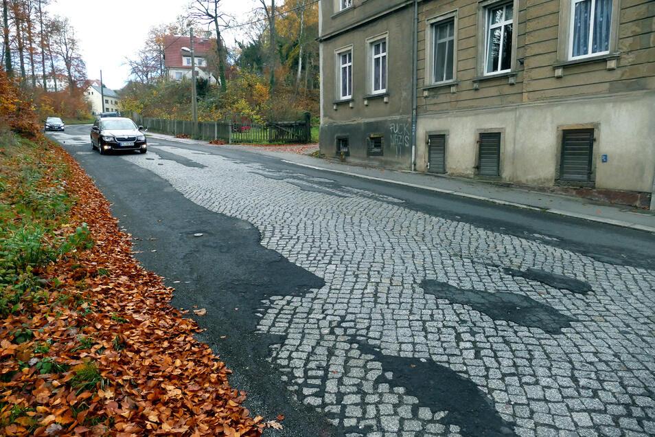 Derzeit besteht Hoffnung, dass die Johannistalstraße in Leisnig noch in diesem Jahr in einen ordentlichen Zustand versetzt, auf dem mittleren Teil sogar grundhaft ausgebaut wird. Im Ministerium ist diese Straße Ende des Monats Thema.