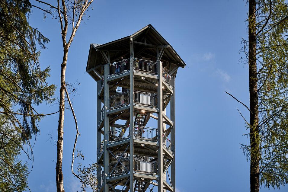 Am Weifbergturm gibt es Probleme mit Trittstufen sowie Verbindungsbalken.