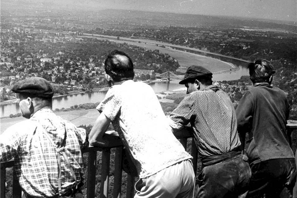 Brigade-Blick vom Fernsehturm auf Dresden im September 1969.