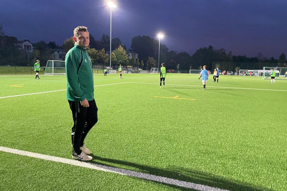 Vorstandsmitglied Felix Gärtner ist zugleich Coach der B-Jugend, die im Hintergrund trainiert.