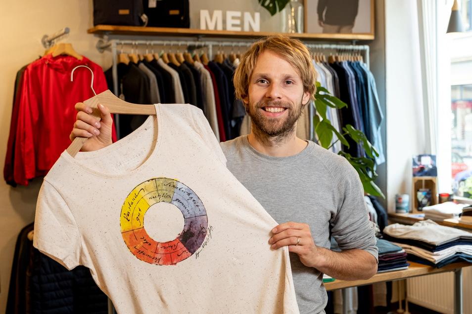 Unter dem Namen Unipolar verkauft der promovierte Physiker in Dresden selbst designte Textilien, aber auch Mode anderer nachhaltiger Hersteller.