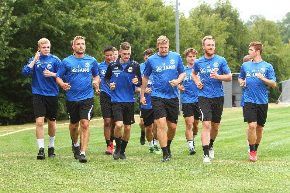 Zum ersten Training der Saison trafen sich am Montag die Spieler der 1.Mannschaft von Budissa Bautzen.