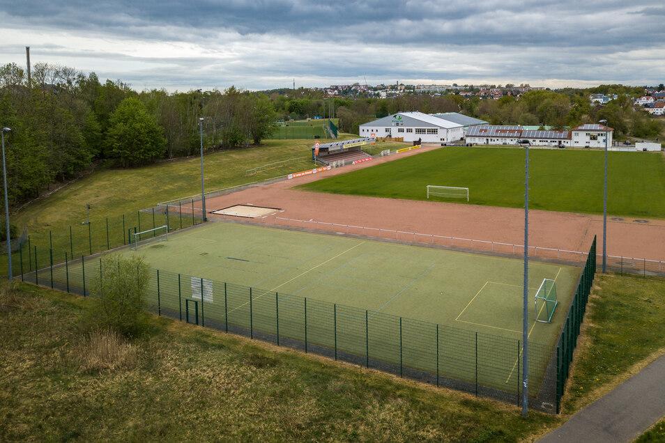 Der kleine Kunstrasenplatz des Döbelner SC im Gruner-Sportpark wurde nach dem Hochwasser 2002 angelegt und ist seitdem in Gebrauch. Jetzt ist die Sanierung notwendig.