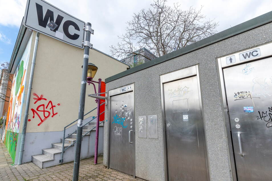 Seit zwei Jahren ist diese öffentliche Toilette dauerhaft geschlossen. Für ältere und behinderte Menschen wird damit der Weg zum stillen Örtchen weit.