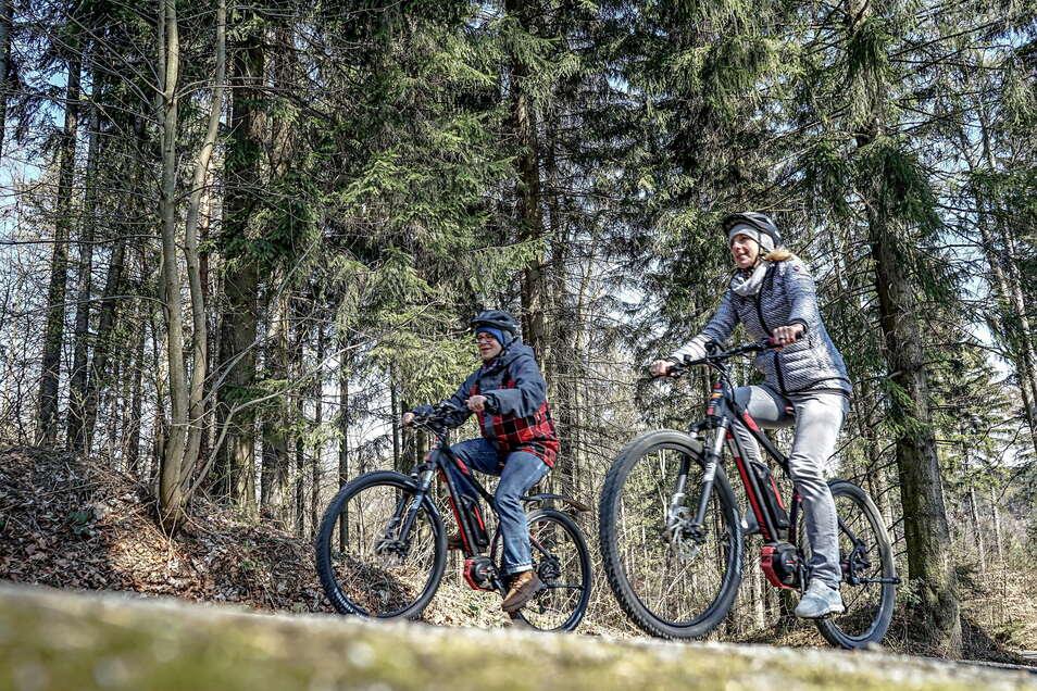 Vom Frühling bis zum Herbst kann man sich am Fuße des Valtenbergs in Neukirch E-Bikes ausborgen und mit ihnen den Gipfel erklimmen.