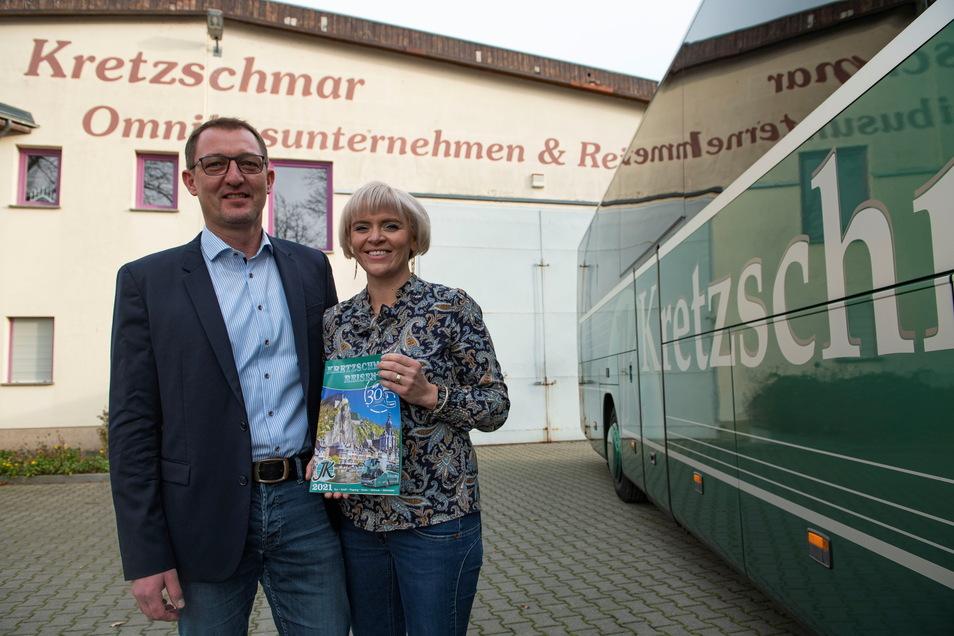 Eileen und Jens Kretzschmar feiern in diesem Jahr Jubiläum mit ihrem Bus-Reiseunternehmen in Kalkreuth. Doch erst im Juli geht es wirklich los.