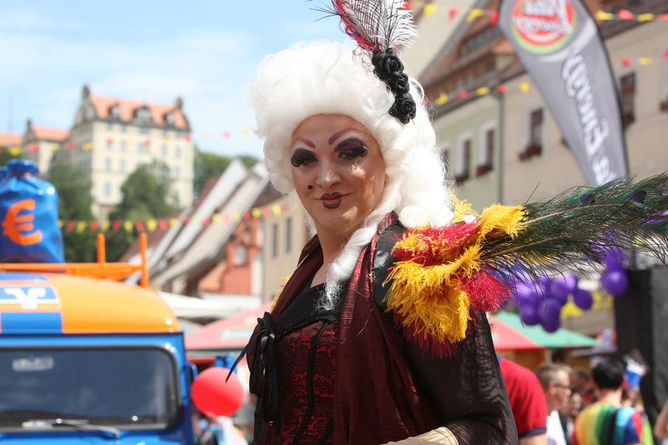 Der 24-jährige Marco als Gräfin Cosel: Der Travestie-Künstler ist der Hingucker bei der Aktion des Pirna CSD-Vereins am 17. Mai.