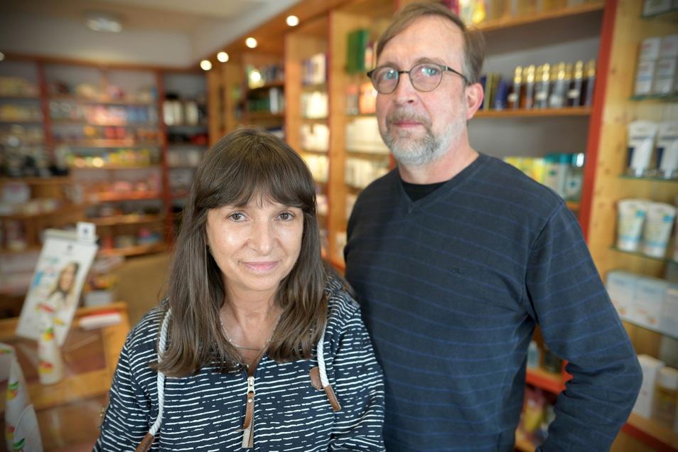 Peggy und Ingo Seiler in der Wendler Drogerie.