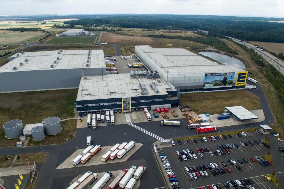 Ende des Jahres wird Edeka (vorn) die Immobilie von Landgard (hinten links) im Gewerbegebiet in Berbersdorf übernehmen.