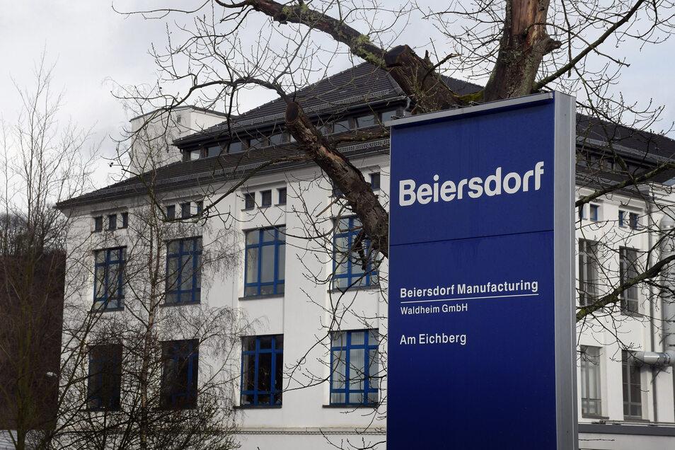 Schon jetzt werden bei Beiersdorf in Waldheim Produkte mit Ethanol abgefüllt. Damit gibt es an dem Standort beste Voraussetzungen für die Herstellung von Handdesinfektion.
