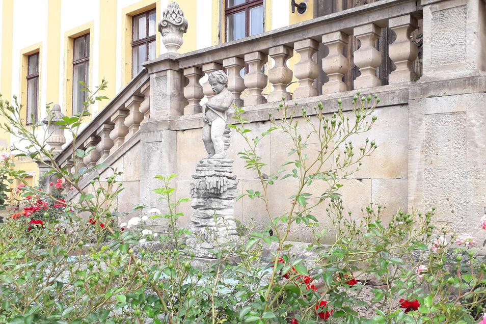 Ein Manneken Pis gibt es nicht nur in Brüssel, sondern auch vorm Schloss in Diesbar-Seußlitz.