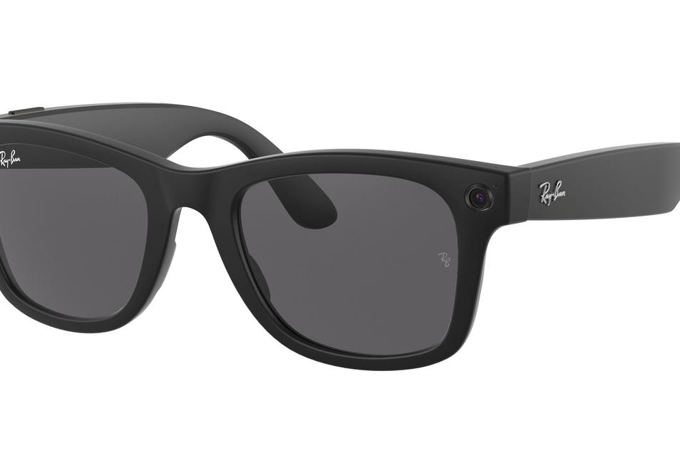 """Am Donnerstag stellte Facebook seine erste Digitalbrille vor. Es ist eine Kooperation mit Ray-Ban – die Geräte werden auch unter dieser Marke vertrieben und nicht unter Facebooks Namen. Die """"Ray-Ban Stories"""" haben einen Startpreis von 299 Dollar."""
