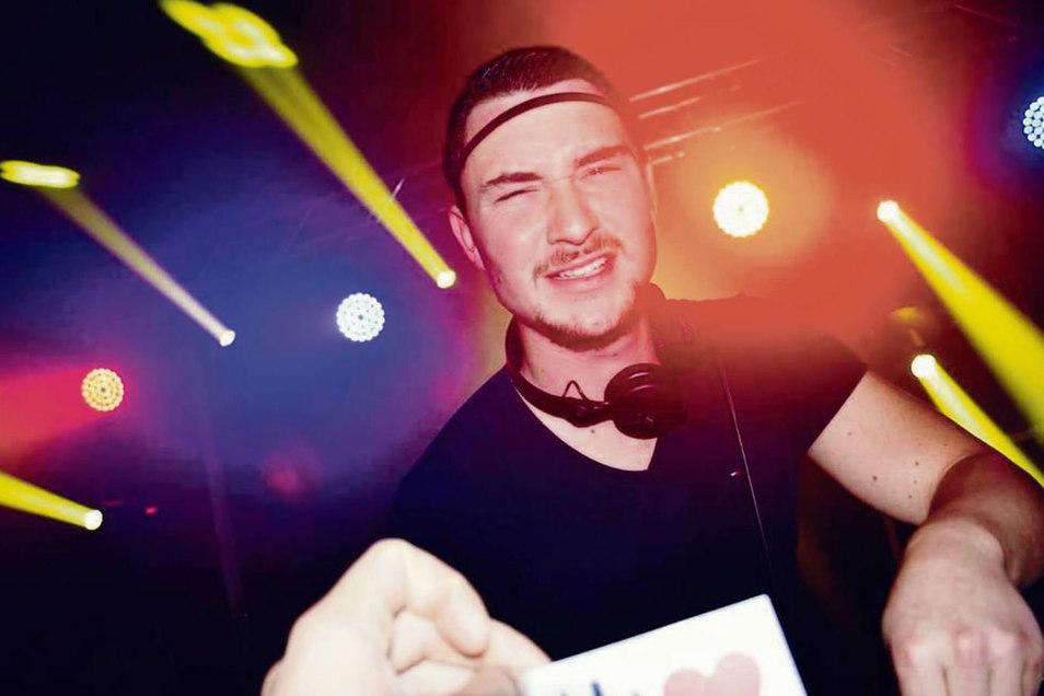 Osthouse ist einer der DJs, die vor leerer Kulisse im SKZ Telux in Weißwasser auflegen.