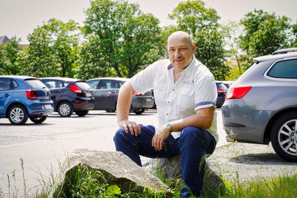 """Bernd Nimz vom Softeis-Getränke-Team organisiert das """"Genussdorf"""" vom 4. bis 13. Juni auf dem Schützenplatz in Bautzen."""