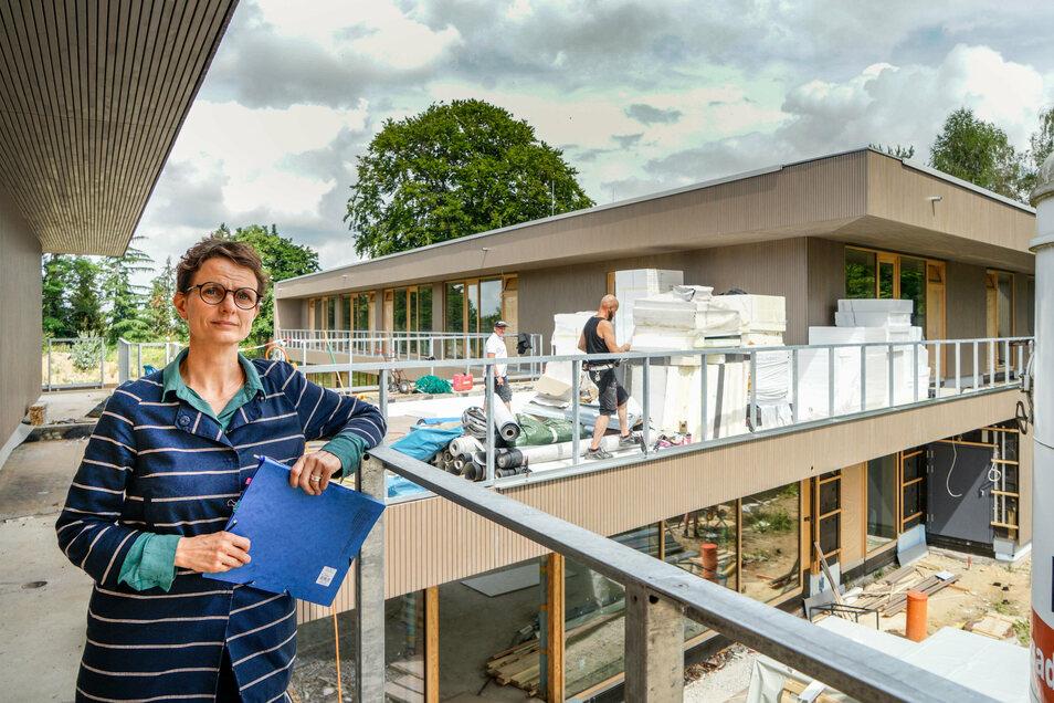 Bautzens Baubürgermeisterin Juliane Naumann freut sich über den Baufortschritt in der neuen Kita am Schützenplatz. Der Bau hat ihr aber auch schlaflose Nächte bereitet.