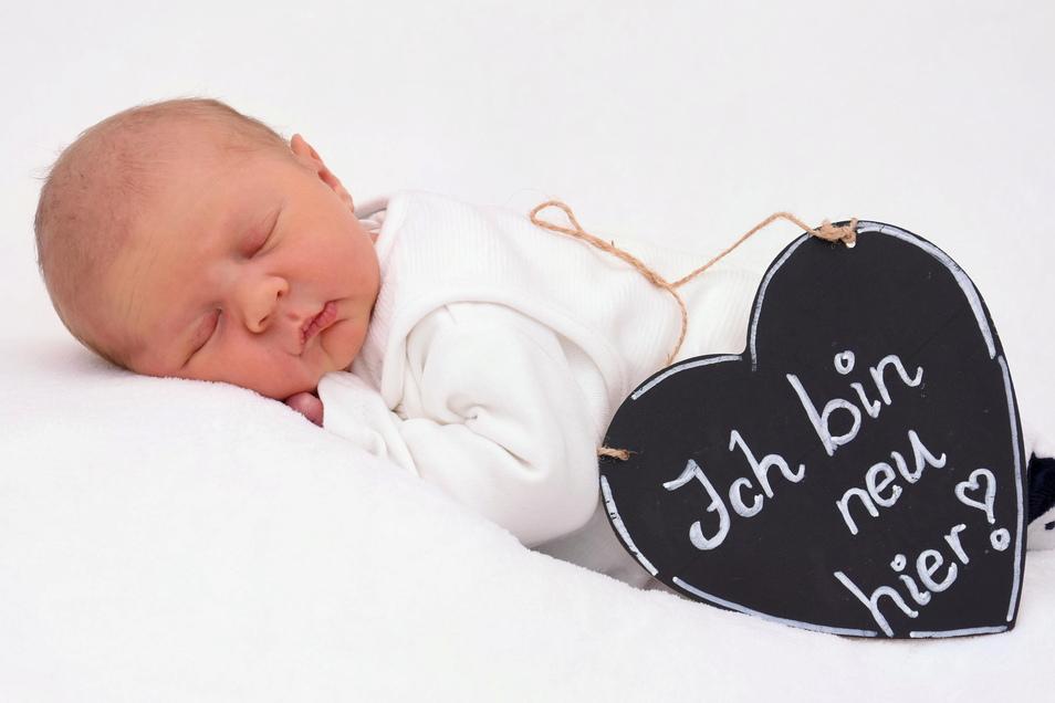 Leo, geboren am 26. Februar, Geburtsort: Kamenz, Gewicht: 3.125 Gramm, Größe: 47 Zentimeter, Eltern: Susanne und Steffen Pangerl, Wohnort: Elstra